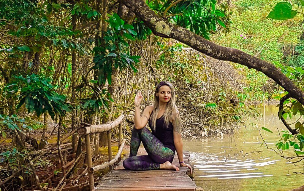 Yoga vai além da força e alongamento