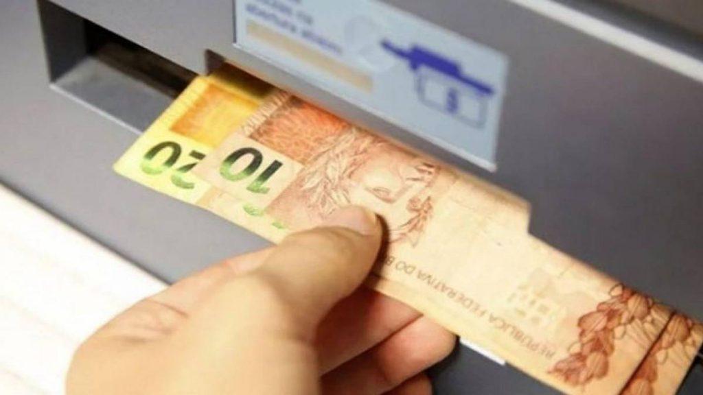 Senado aprova projeto que prevê auxílio financeiro a tralhadores informais