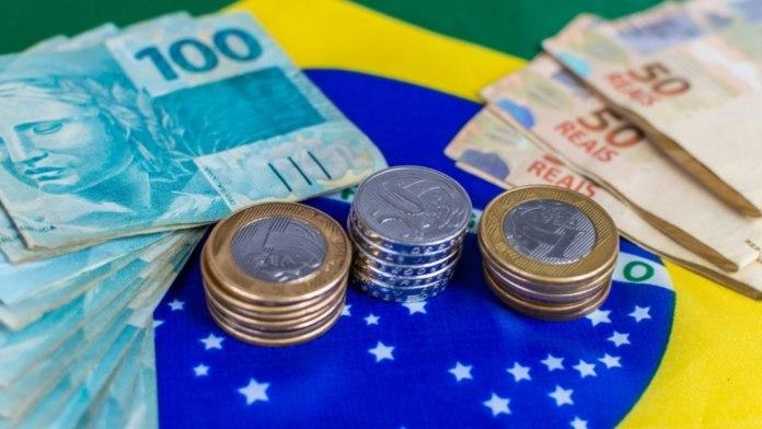 GDF quer criar auxílio de 408 reais para famílias de baixa renda durante pandemia