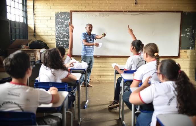 Governador Ibaneis Rocha volta a dizer que pretende retomar as aulas das escolas do DF em agosto