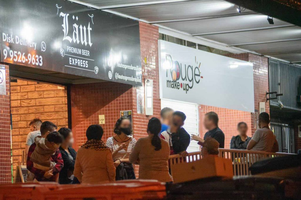 Em Águas Claras bares e clientes desrespeitam normas de segurança contra a Covid-19