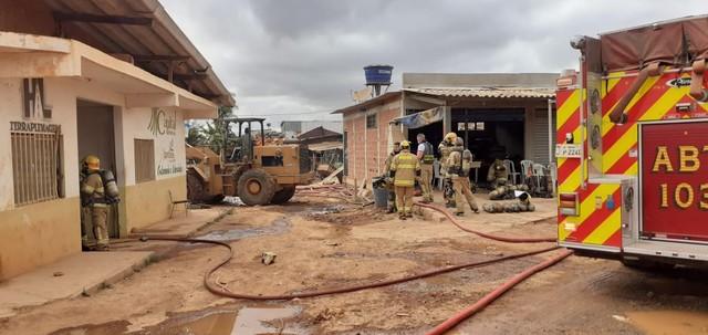 Cooperativa de reciclagem foi atingida por fogo na manhã desta quarta